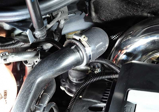 AWE Tuning Diverter Valve Relocation Kit - with AWE Tuning Diverter Valve For FSI K03 2.0T